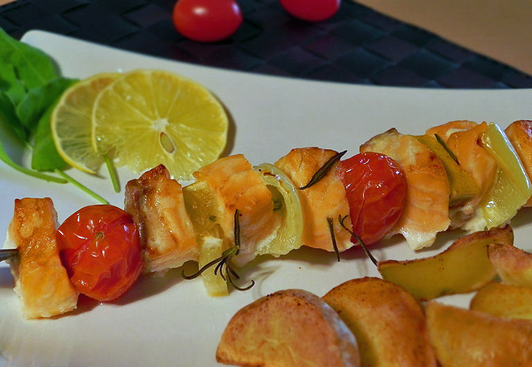 Lososový špíz s rajčátky