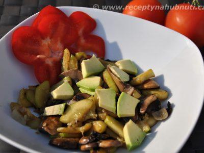 Cuketový salát s avokádem