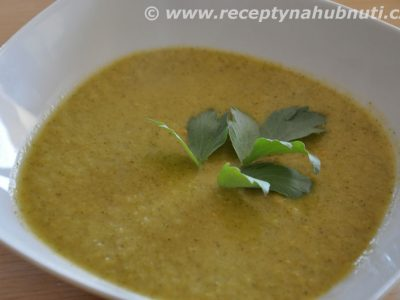 Brokolicová polévka s pečeným česnekem