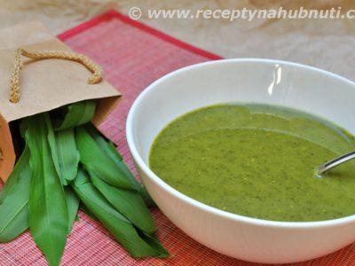 Polévka z medvědího česneku na indický způsob