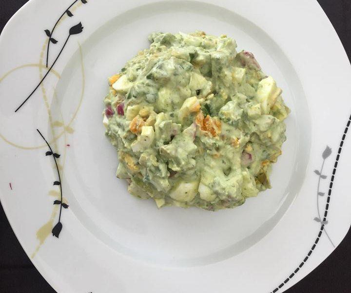 Avokádo-ředkvičkový salát s vejci