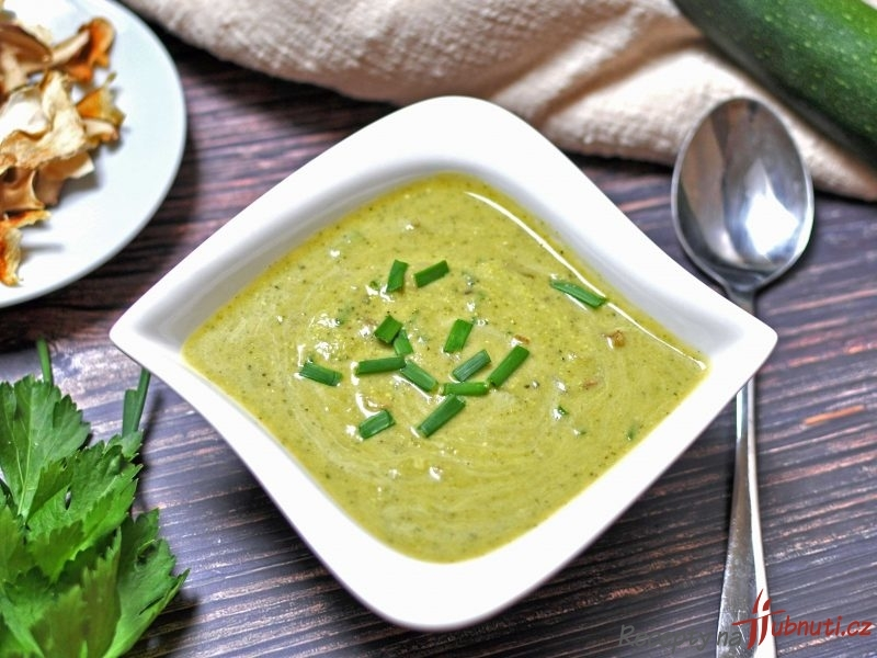 Cuketová polévka s houbami (low carb, keto)